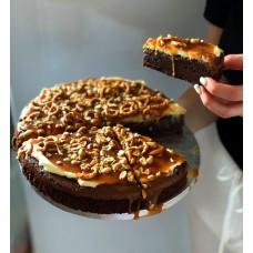 Brownie z kremem I karmelem oraz precelkami
